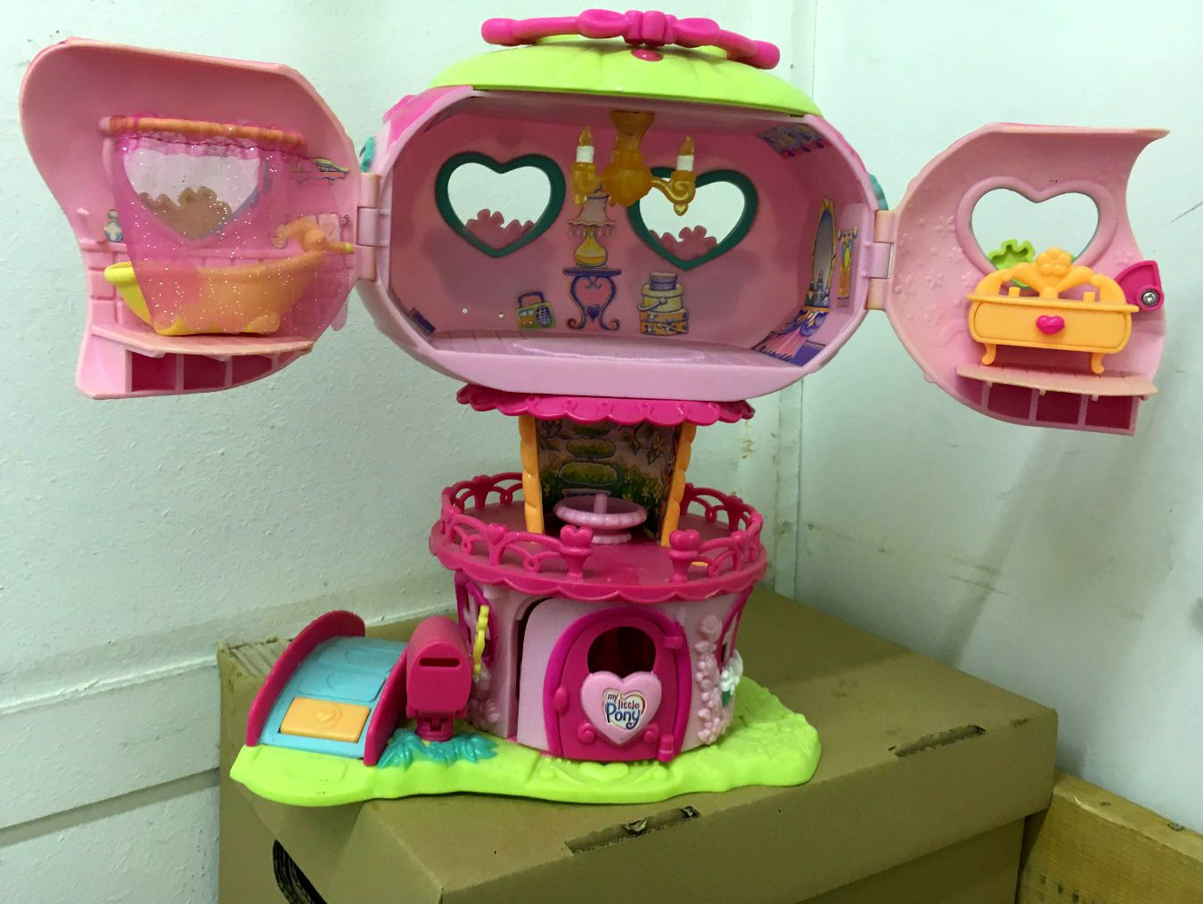 Pinkie Pie's Balloon House (1)