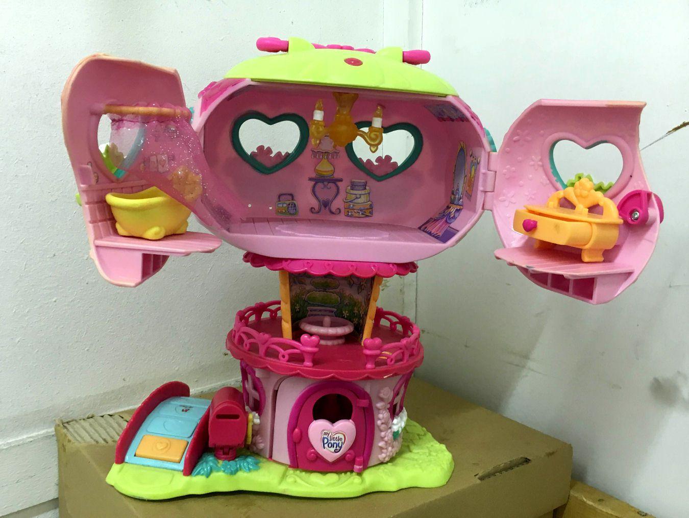 Pinkie Pie's Balloon House (2)