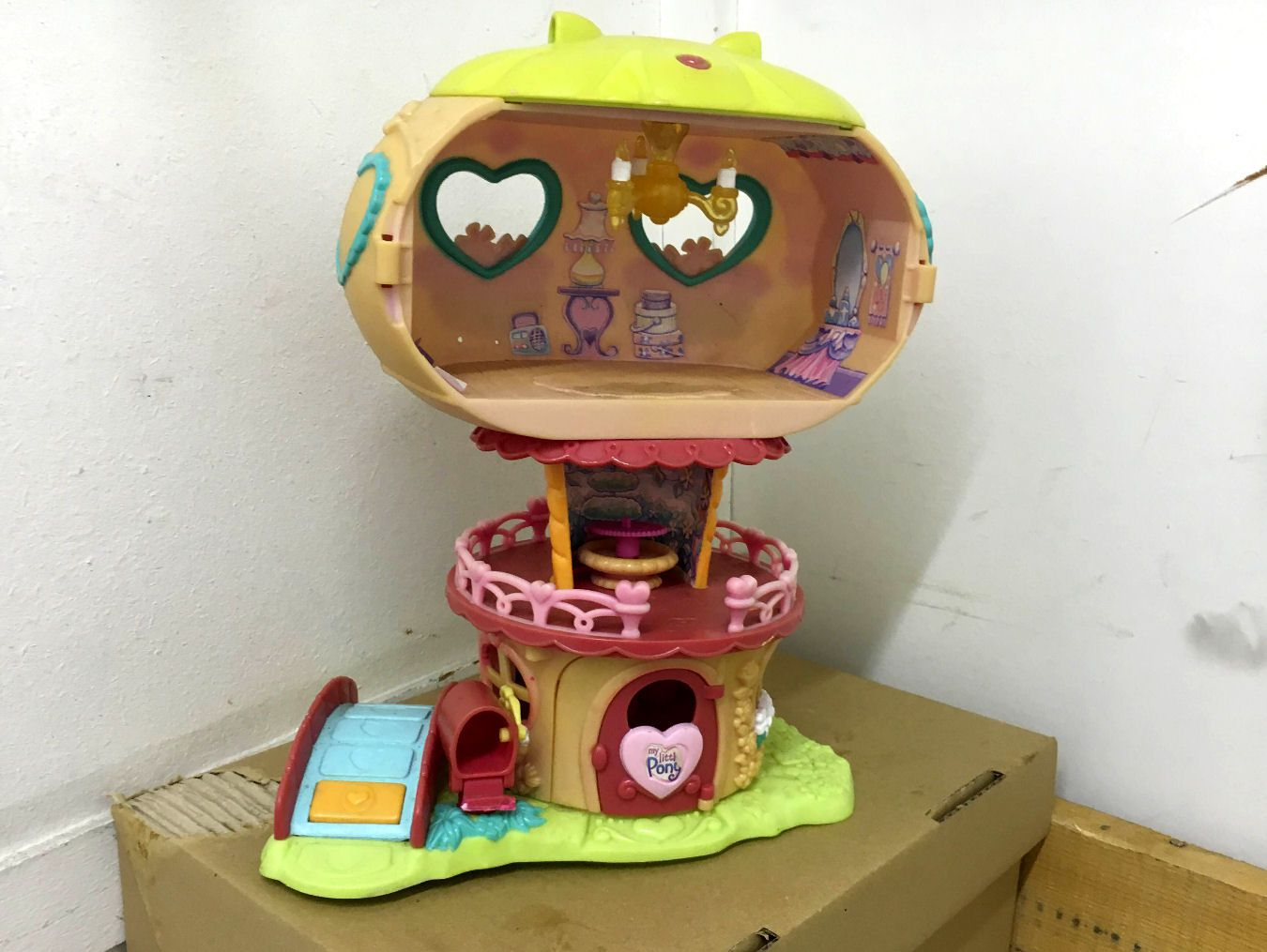Pinkie Pie's Balloon House (3)